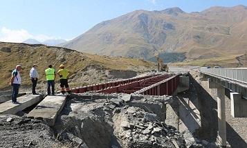 Завершается строительство моста по дороге к границе Грузии с РФ
