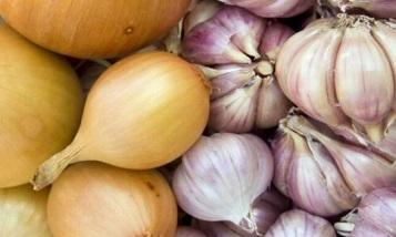 Из стран ЕАЭС запрещено вывозить лук и чеснок