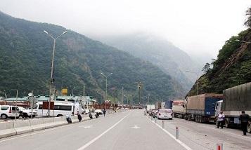 Грузия не пропускает партию машин скорой помощи для Армении